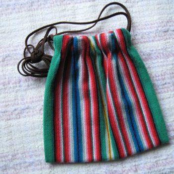 Äksi triibuga väike kott